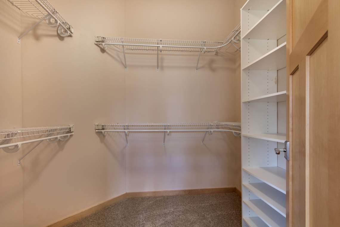 1_UL-Master-Closet