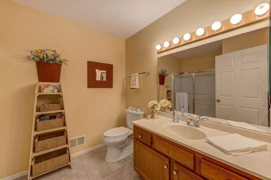 1352_Carriage_Dr_Unit_A_Hudson-18-original-Bathroom_540
