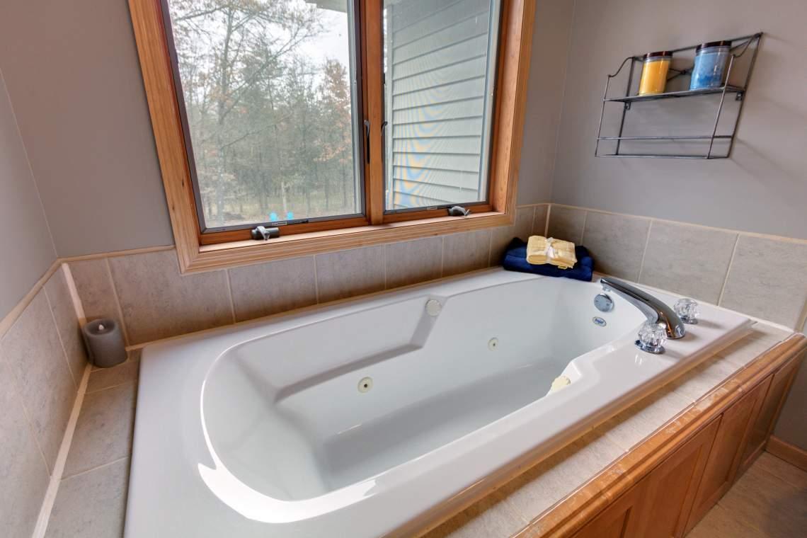 UL Master Bathtub