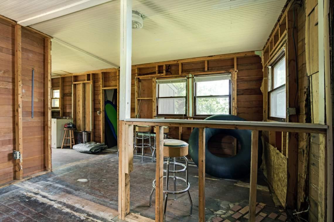 2 Cabin Interior 2