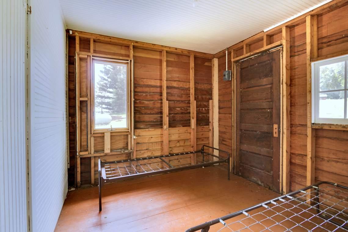 2 Cabin Interior 3