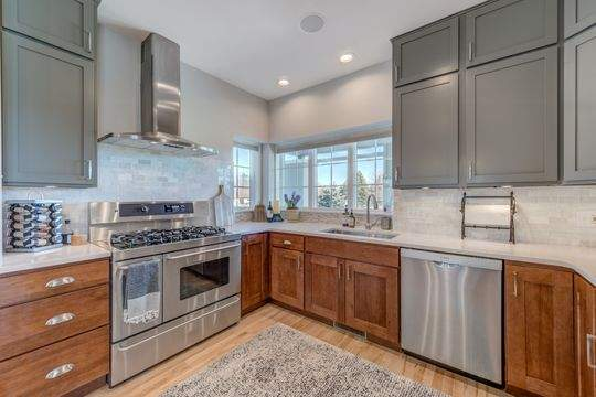 455_Carriage_Ln_Hudson-10-original-Kitchen_540