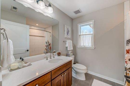 455_Carriage_Ln_Hudson-18-original-Bathroom_540
