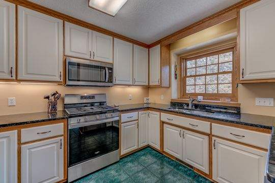 735_Aldro_Rd_Hudson-6-original-Kitchen_540