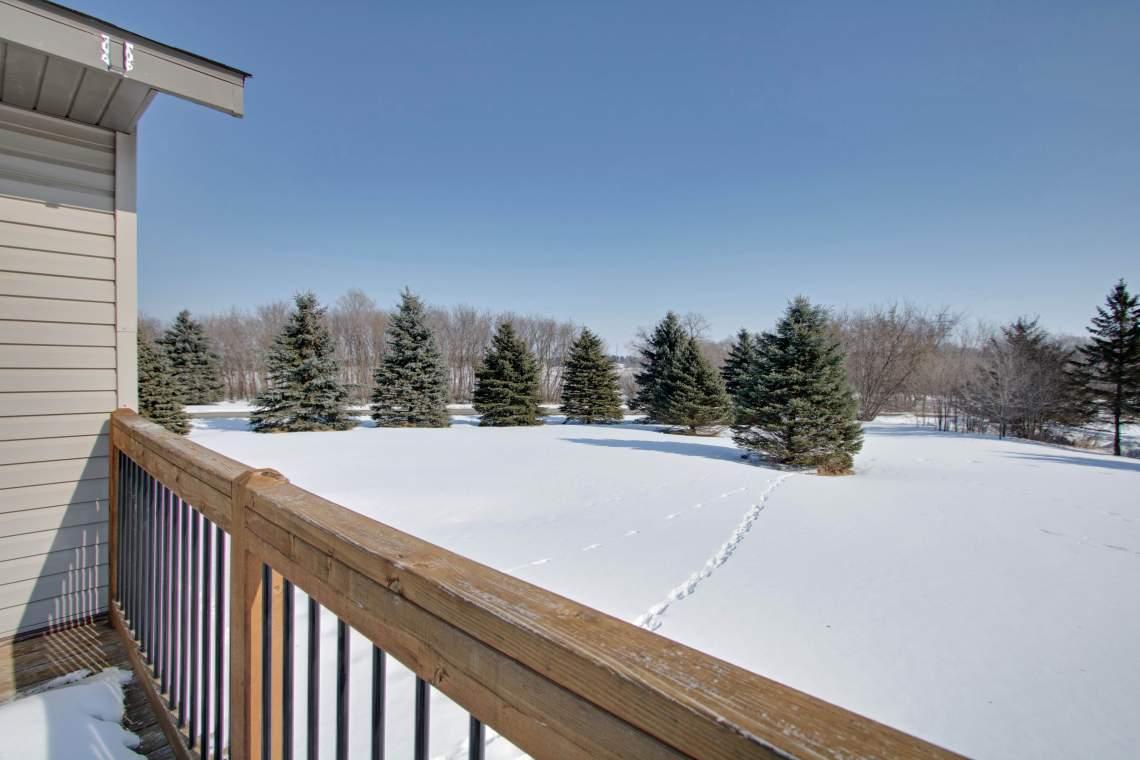 1 Deck side yard